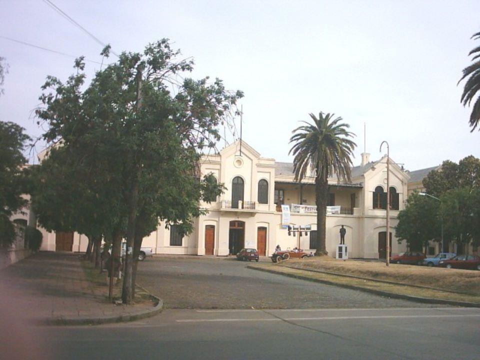 La Estación del Ferrocarril, donde funciona el Museo del Riel. Museo del Riel: funciona en las instalaciones del Centro Cultural del Andino, que fuera