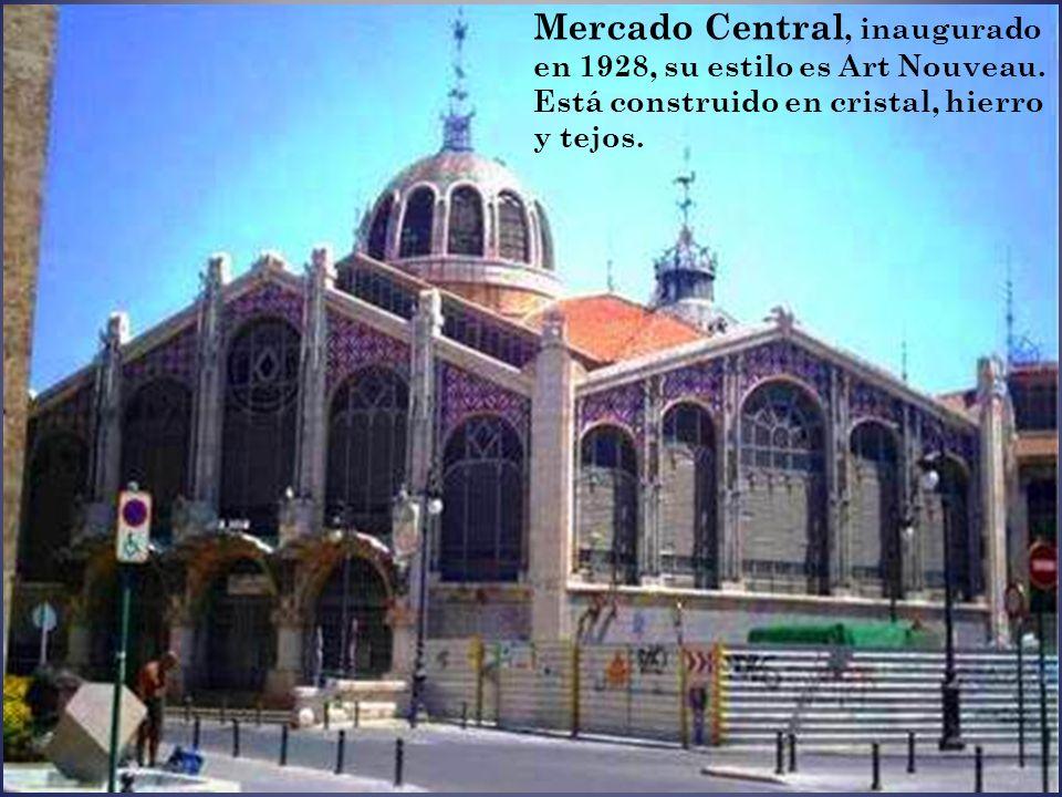 La ciudad cuenta con la Lonja de la Seda (1482-1498), monumento declarado Patrimonio de la Humanidad en 1996, que puede ser la obra más representativa