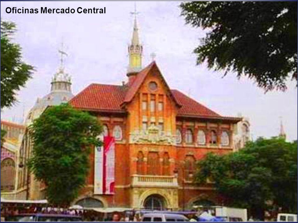 Mercado Central, inaugurado en 1928, su estilo es Art Nouveau. Está construido en cristal, hierro y tejos.