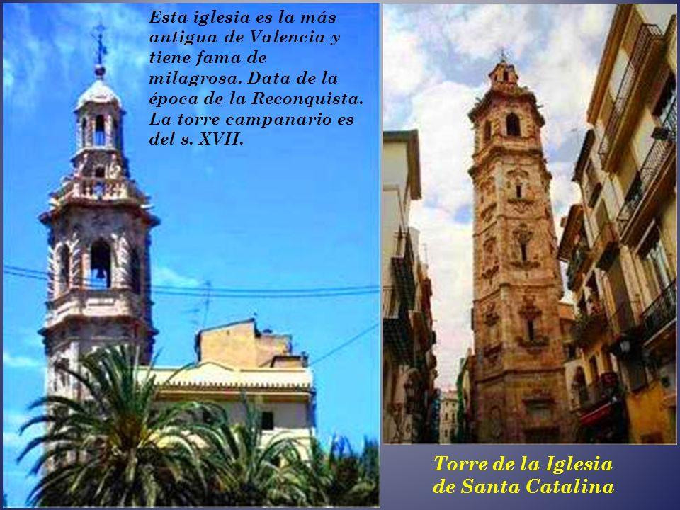 La Real Parroquia de los Santos Juanes. Está situada frente a la Lonja de la Seda, y al lado del Mercado Central, construida encima de la antigua mezq