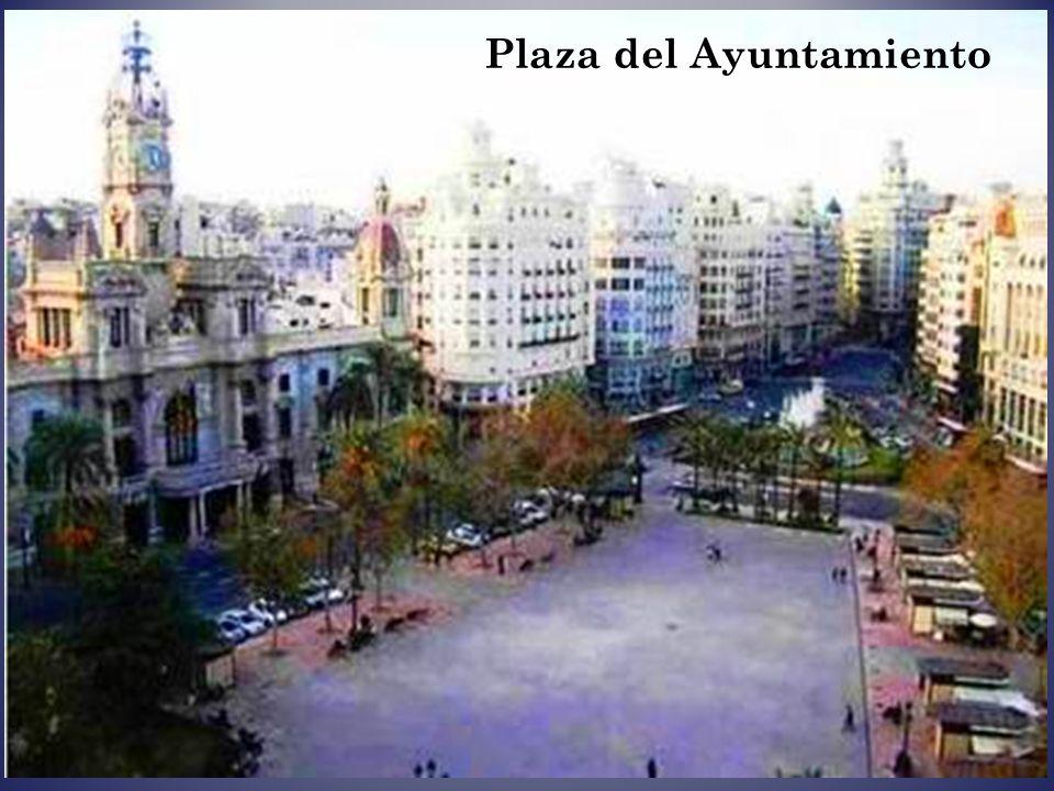 V a l e n c i a es la capital de la Comunidad Valenciana y de la provincia de Valencia. Es la tercera ciudad de España por importancia y población, y
