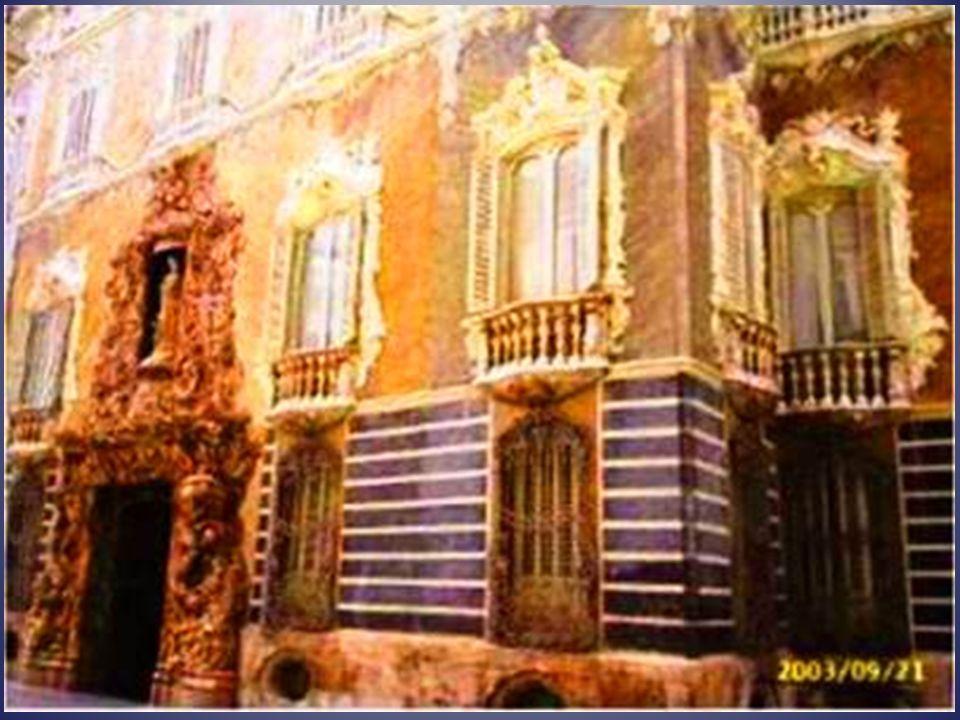 Palacio del Marqués de Dos Aguas Es un palacio de 3 pisos, de estilo barroco, en el que se mantienen perfectamente todos lo muebles, lámparas y objeto