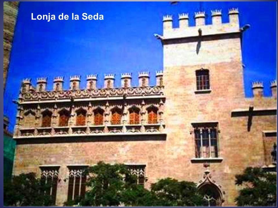 La Lonja de la Seda o Lonja de los Mercaderes es una obra maestra del gótico civil situada en el centro histórico de la ciudad de Valencia. Declarada