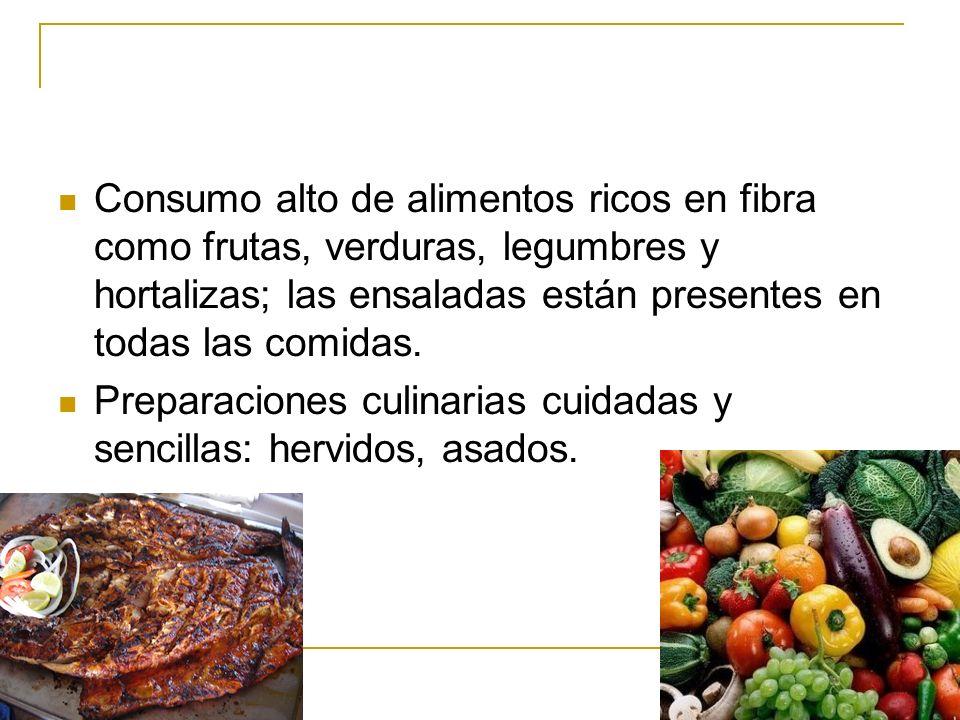 Consumo alto de alimentos ricos en fibra como frutas, verduras, legumbres y hortalizas; las ensaladas están presentes en todas las comidas.