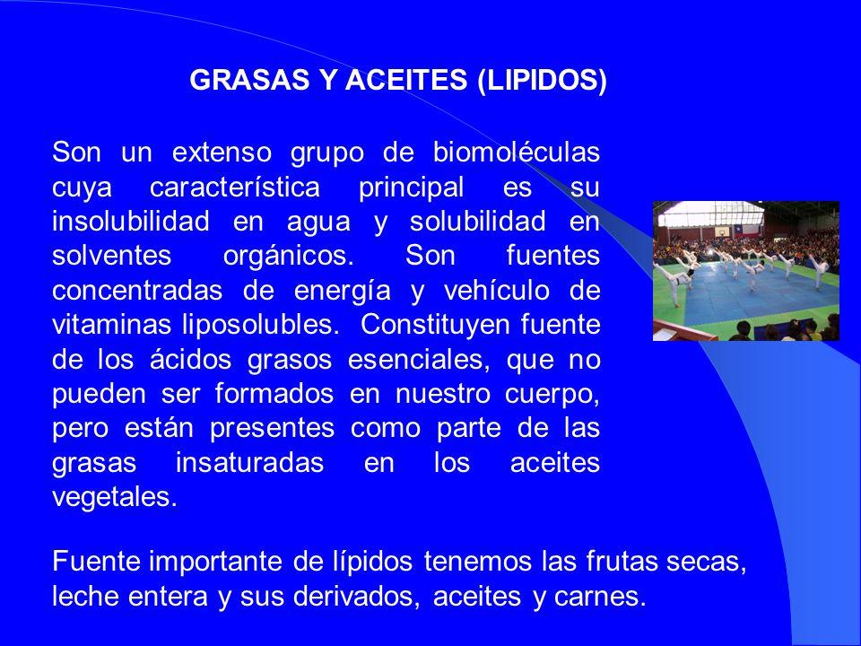 GRASAS Y ACEITES (LIPIDOS) Son un extenso grupo de biomoléculas cuya característica principal es su insolubilidad en agua y solubilidad en solventes o