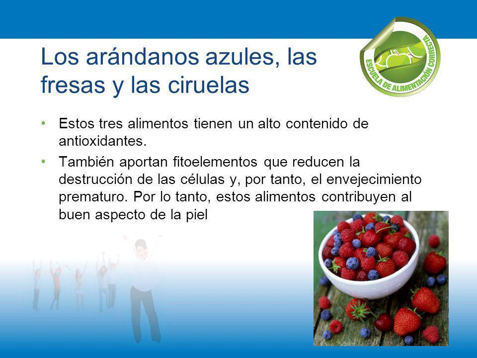 Los arándanos azules, las fresas y las ciruelas Estos tres alimentos tienen un alto contenido de antioxidantes. También aportan fitoelementos que redu