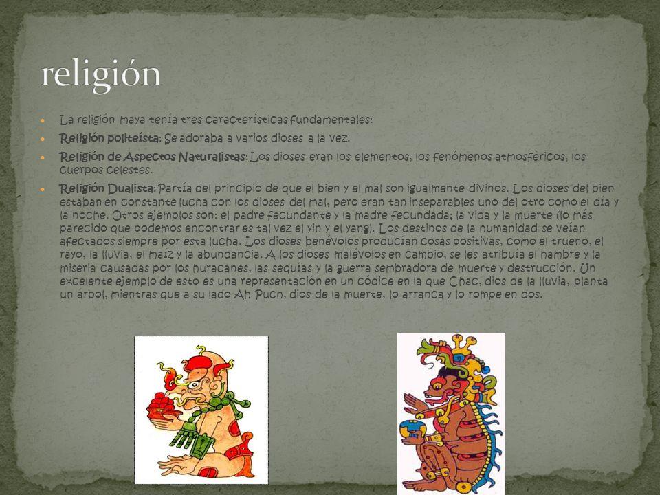 La religión maya tenía tres características fundamentales: Religión politeísta: Se adoraba a varios dioses a la vez. Religión de Aspectos Naturalistas