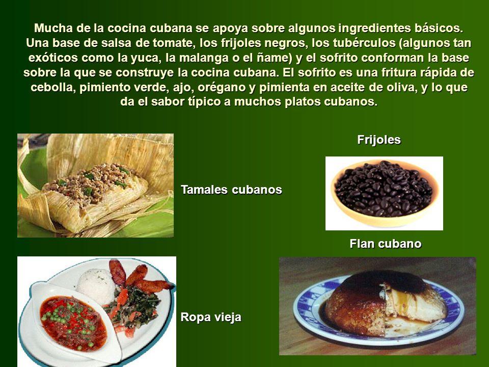 Entre los postres destaca el guenguel, dulce hecho con maíz molido, azúcar y canela, y entre las bebidas la champola, a base de gunábana, con azúcar d