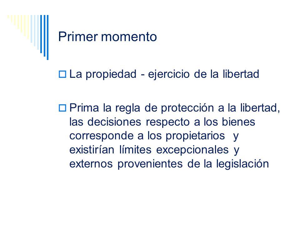 Primer momento La propiedad - ejercicio de la libertad Prima la regla de protección a la libertad, las decisiones respecto a los bienes corresponde a
