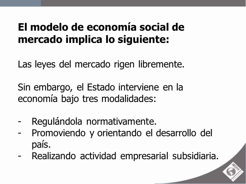 El modelo de economía social de mercado implica lo siguiente: Las leyes del mercado rigen libremente. Sin embargo, el Estado interviene en la economía
