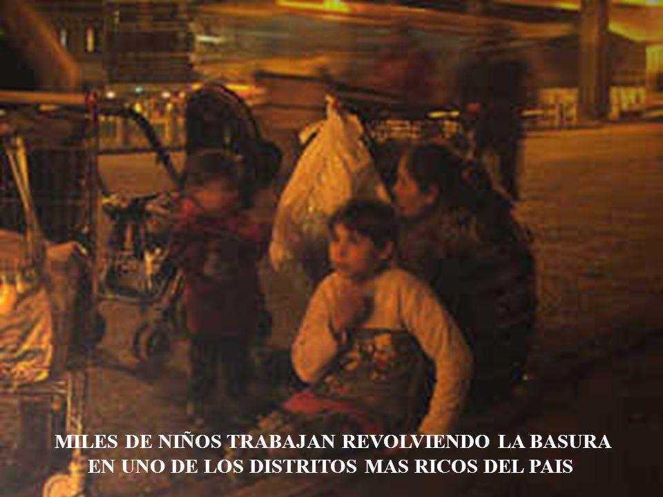 MILES DE NIÑOS TRABAJAN REVOLVIENDO LA BASURA EN UNO DE LOS DISTRITOS MAS RICOS DEL PAIS