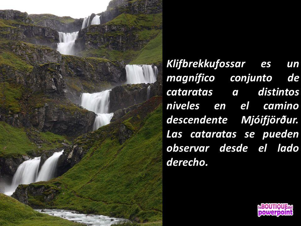 Klifbrekkufossar es un magnífico conjunto de cataratas a distintos niveles en el camino descendente Mjóifjörður.