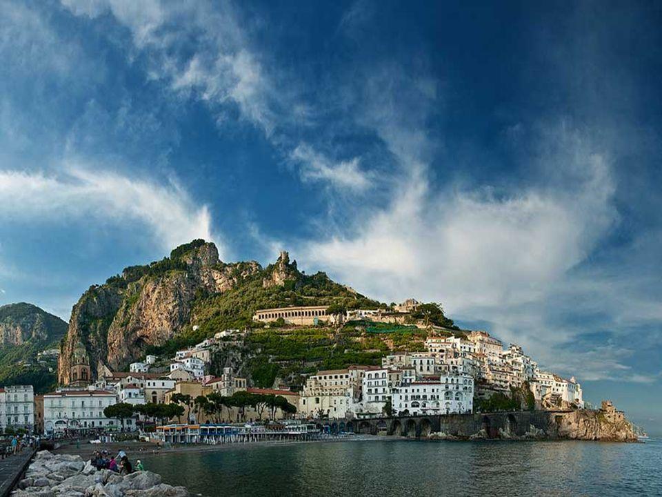 Amalfi Según la leyenda, Heracles se enamoró de una ninfa llamada Amalfi.