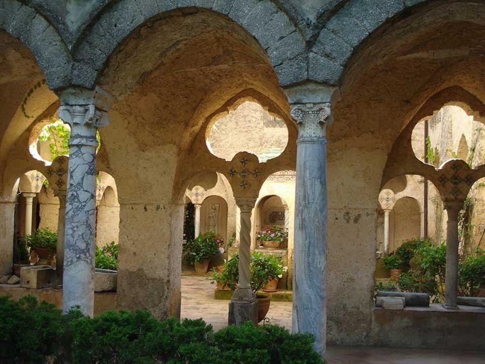 Villa Cimbrone es un edificio histórico que data al menos desde el siglo 11 dC, aunque poco de la estructura original es ahora visible.