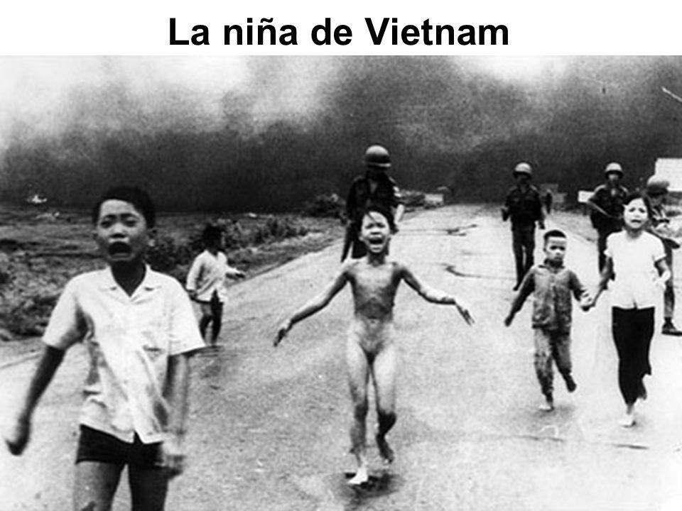 El 8 de junio de 1972, un avión norteamericano bombardeó con napalm la población de Trang Bang.