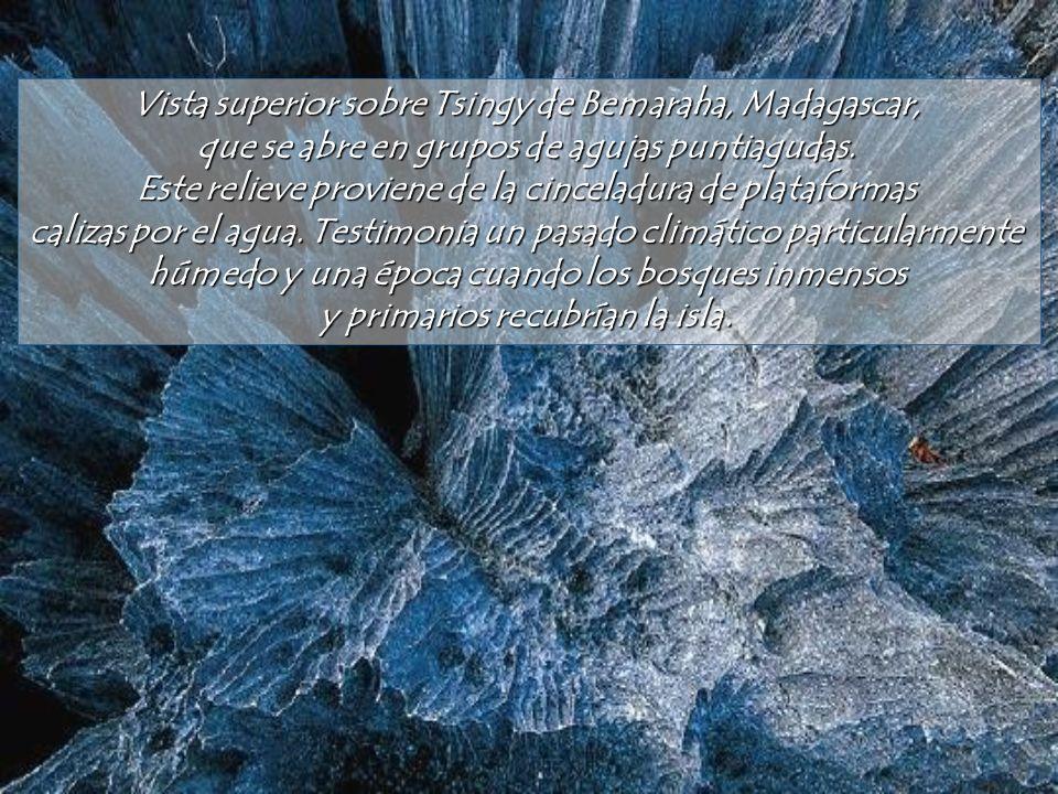 En Etiopía, el sitio hidrotermal de Dallol despliega un arco iris En Etiopía, el sitio hidrotermal de Dallol despliega un arco iris asombroso y minera