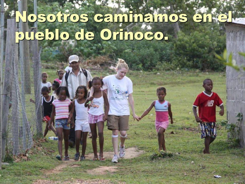 Nosotros caminamos en el pueblo de Orinoco.