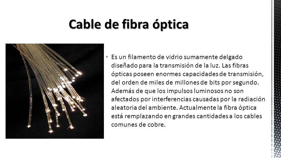 Es un filamento de vidrio sumamente delgado diseñado para la transmisión de la luz. Las fibras ópticas poseen enormes capacidades de transmisión, del