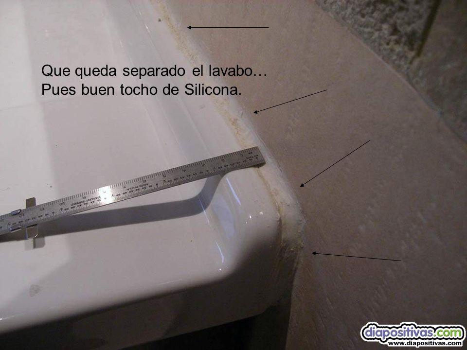 Que se rompe la sujeción del wc. Pues er maeztro, pega la cisterna Por supuesto con silicona a la pared.