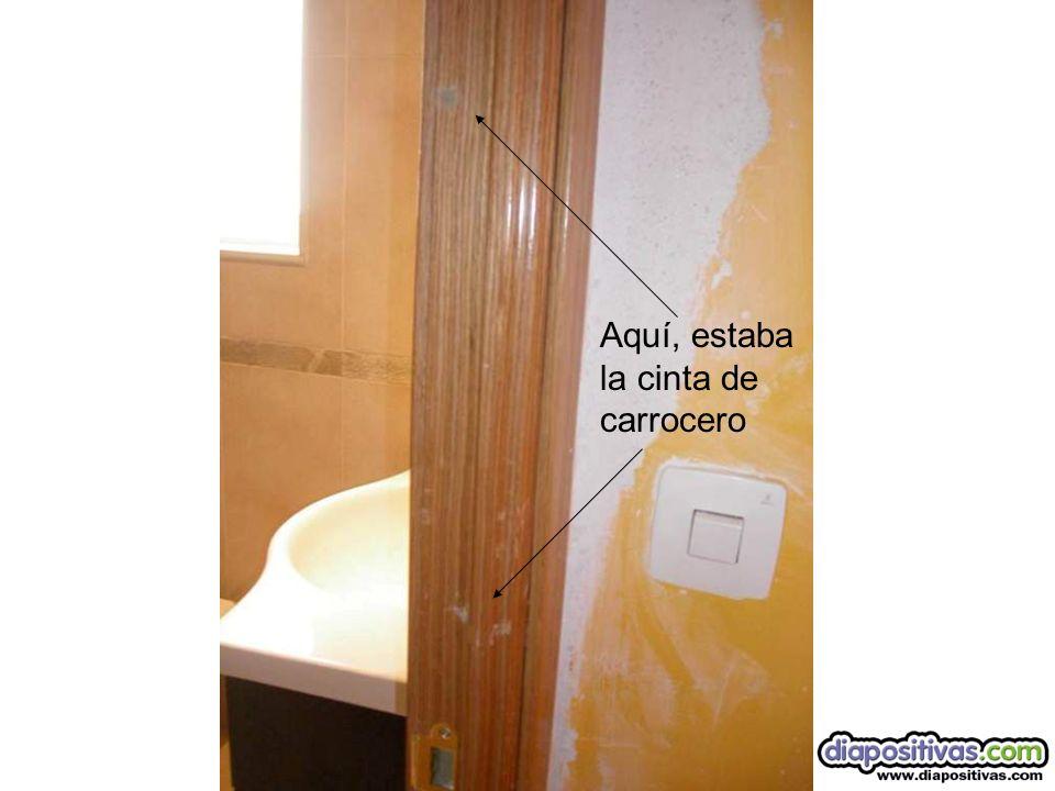 Entrada del baño Marco sin rematar Por que tendrá cinta de carrocero el marco?