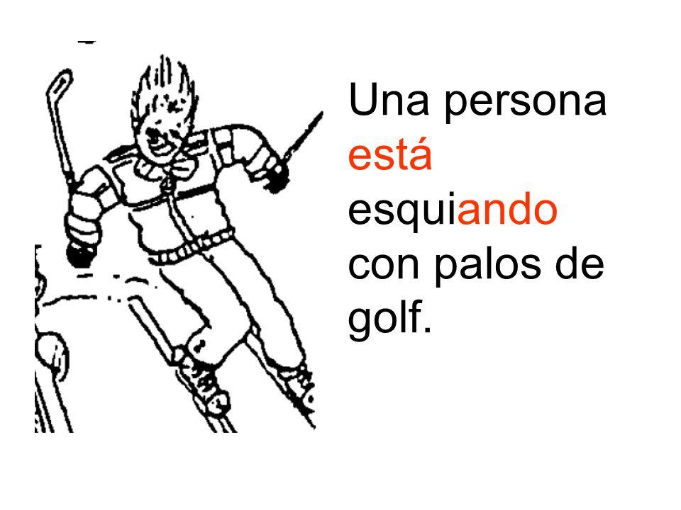 Una persona está esquiando con palos de golf.
