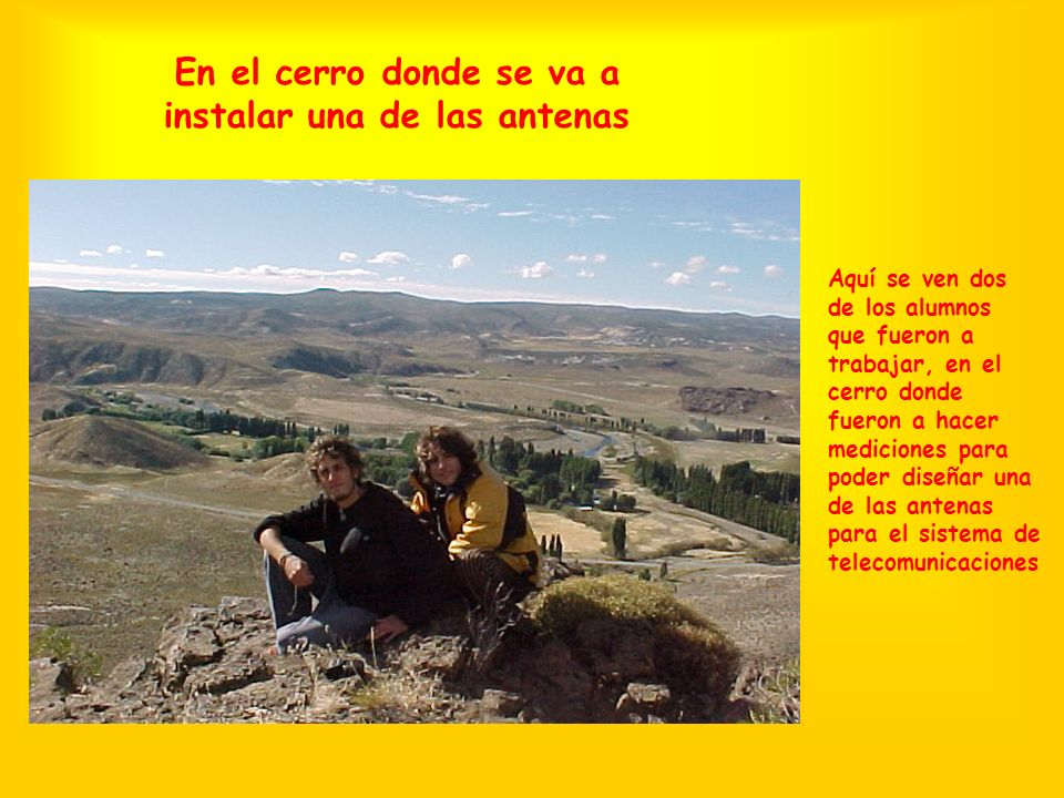 En el cerro donde se va a instalar una de las antenas Aquí se ven dos de los alumnos que fueron a trabajar, en el cerro donde fueron a hacer mediciones para poder diseñar una de las antenas para el sistema de telecomunicaciones
