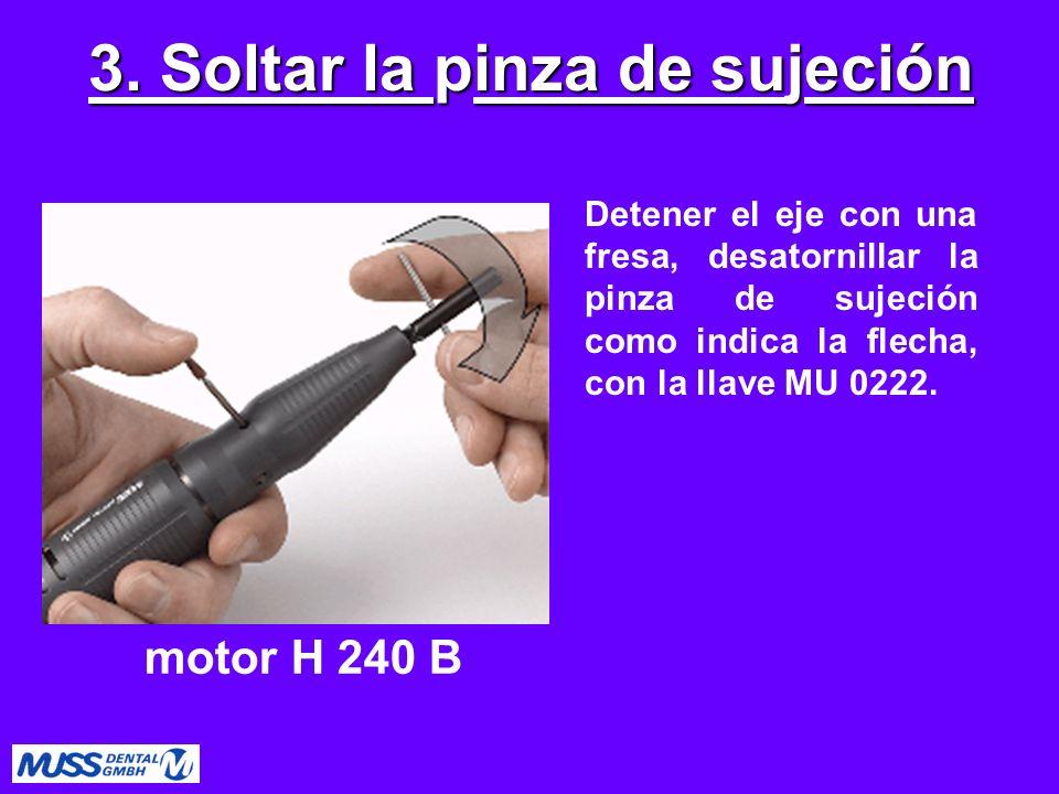 Detener el eje con una fresa, desatornillar la pinza de sujeción como indica la flecha, con la llave MU 0222. 3. Soltar la pinza de sujeción motor H 2