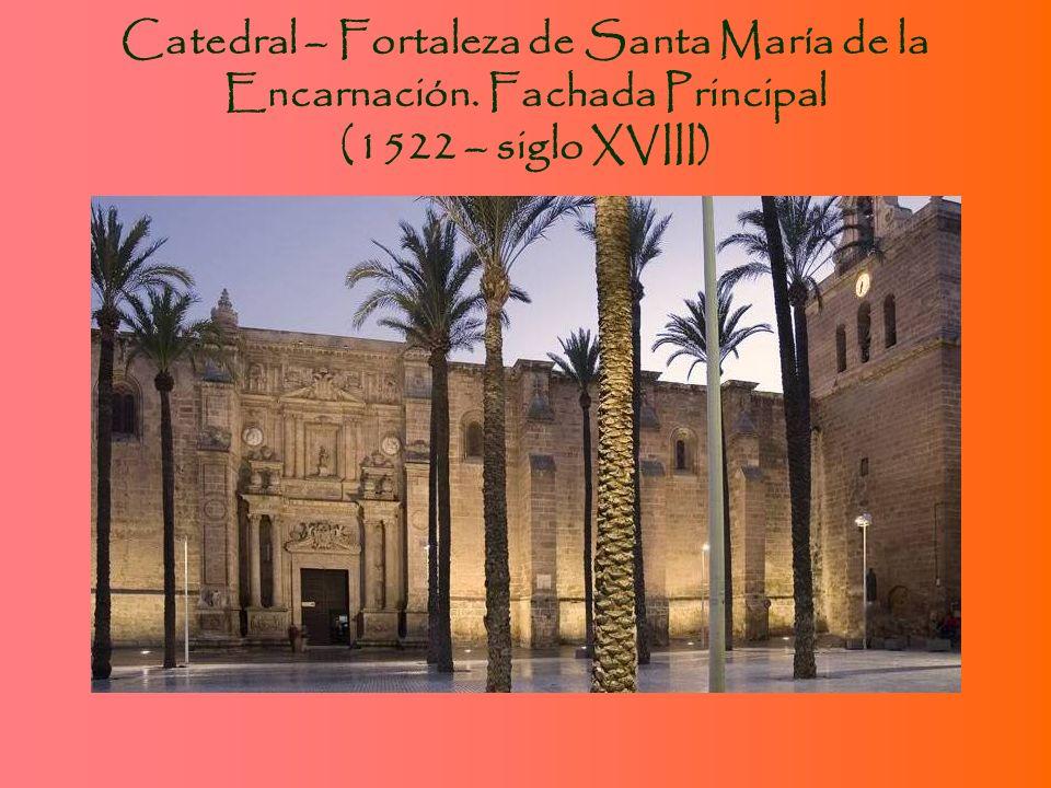 Arquitectura Religiosa: Convento de Las Claras (izq.), Iglesia de San Roque (arriba) e Iglesia de Santiago (abajo)