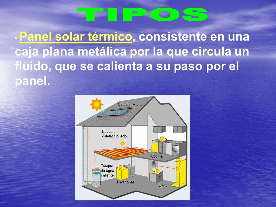 Panel solar térmico, consistente en una caja plana metálica por la que circula un fluido, que se calienta a su paso por el panel.