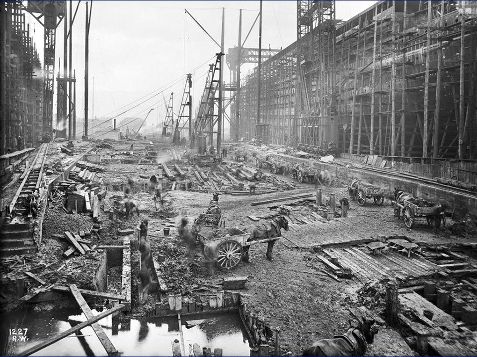 Antes de empezar la construcción del Olympic y el Titanic se necesitó construir dos enormes gradas.
