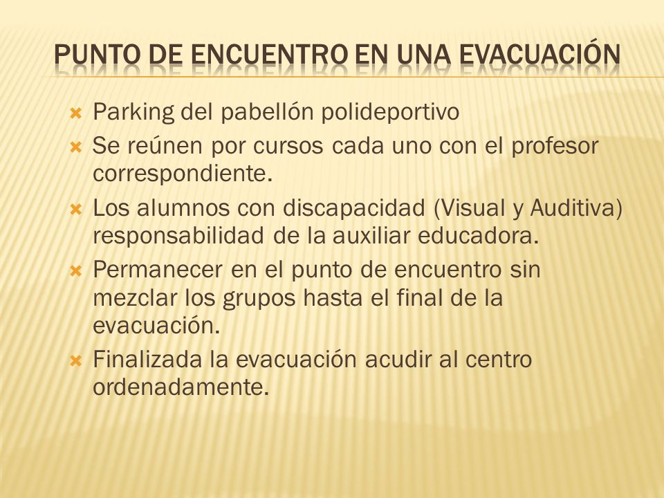 Parking del pabellón polideportivo Se reúnen por cursos cada uno con el profesor correspondiente. Los alumnos con discapacidad (Visual y Auditiva) res