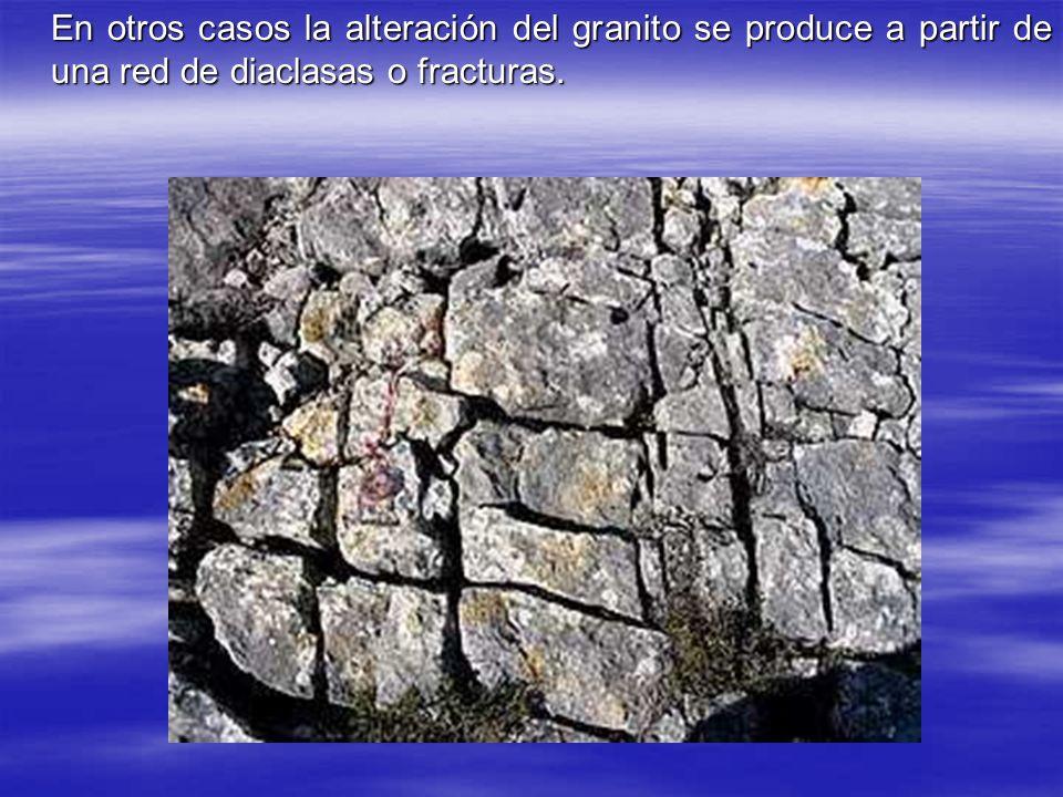 En otros casos la alteración del granito se produce a partir de una red de diaclasas o fracturas.