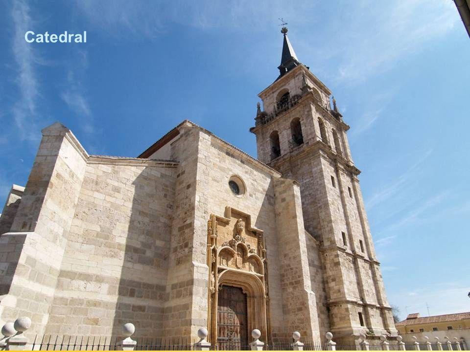La Santa e Insigne Catedral-Magistral de los Santos Justo y Pastor de Alcalá de Henares, junto con la iglesia de San Pedro de Lovaina (Bélgica), son l