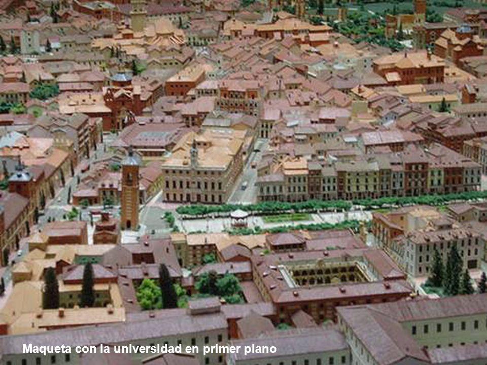 Maqueta desde las murallas y el palacio arzobispal