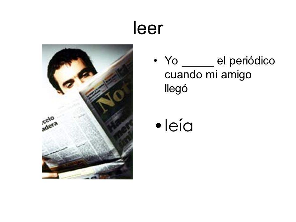 leer Yo _____ el periódico cuando mi amigo llegó leía