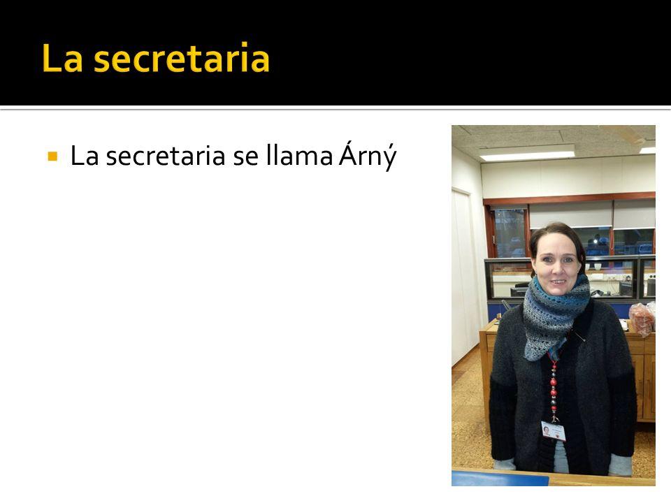 La secretaria se llama Árný