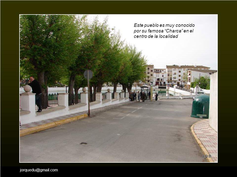 jorquedu@gmail.com Una pequeña subida entre olivares, nos lleva hasta él.