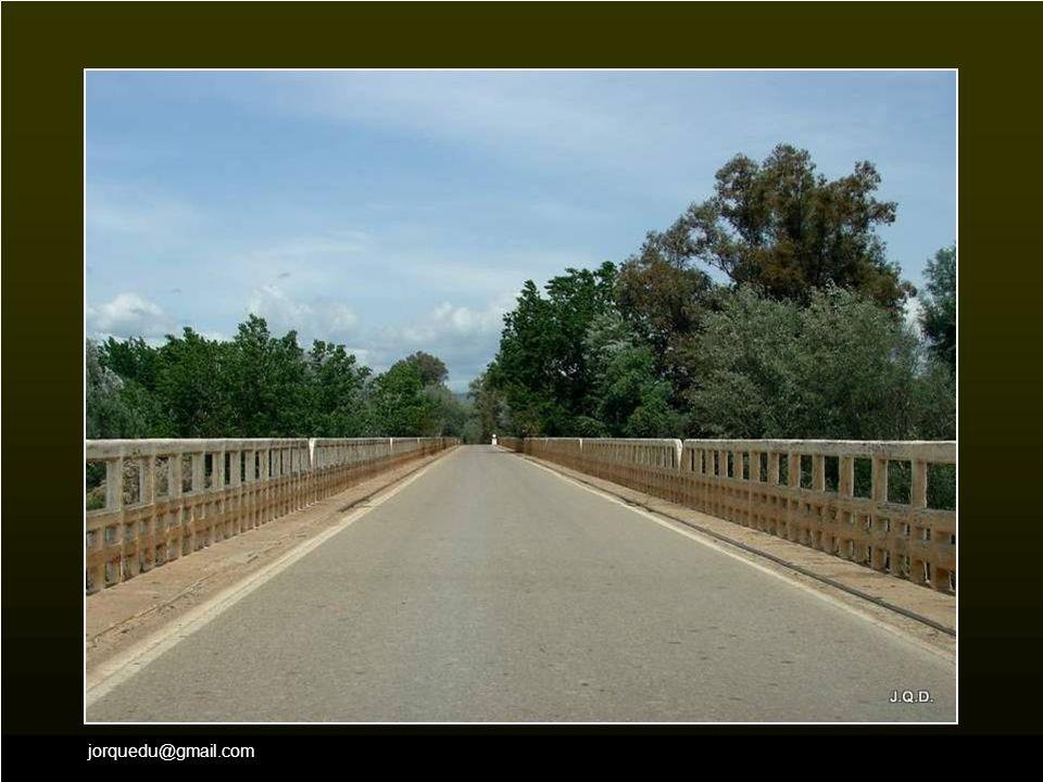 El puente sobre el río nos indica la proximidad de Andújar.