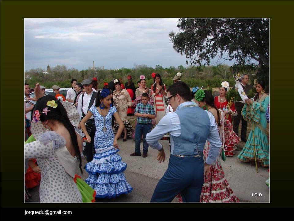 jorquedu@gmail.com La alegría y el baile no falta en ninguna cofradía.
