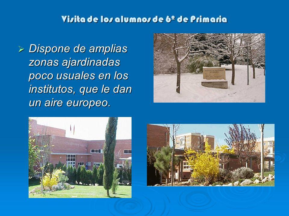 Visita de los alumnos de 6º de Primaria Dispone de amplias zonas ajardinadas poco usuales en los institutos, que le dan un aire europeo. Dispone de am