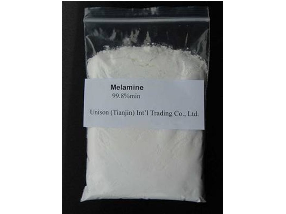 Esta es la Melamina. Se parece a la leche en polvo. Es inodoro, así es que no se detecta
