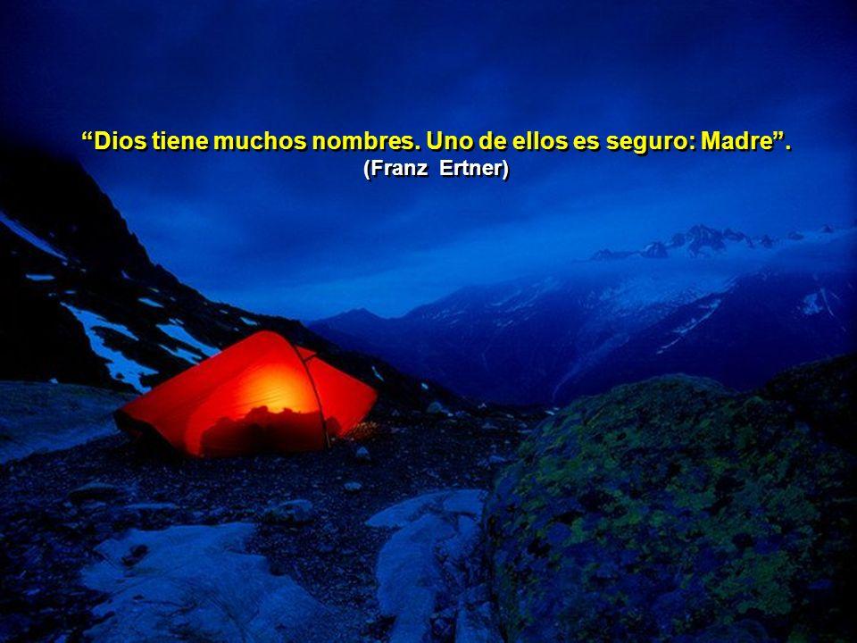 Ayudar a Dios a ser más conocido, ayudar a los hombres a conocerle, es nuestra noble misión. (Martín Descalzo)