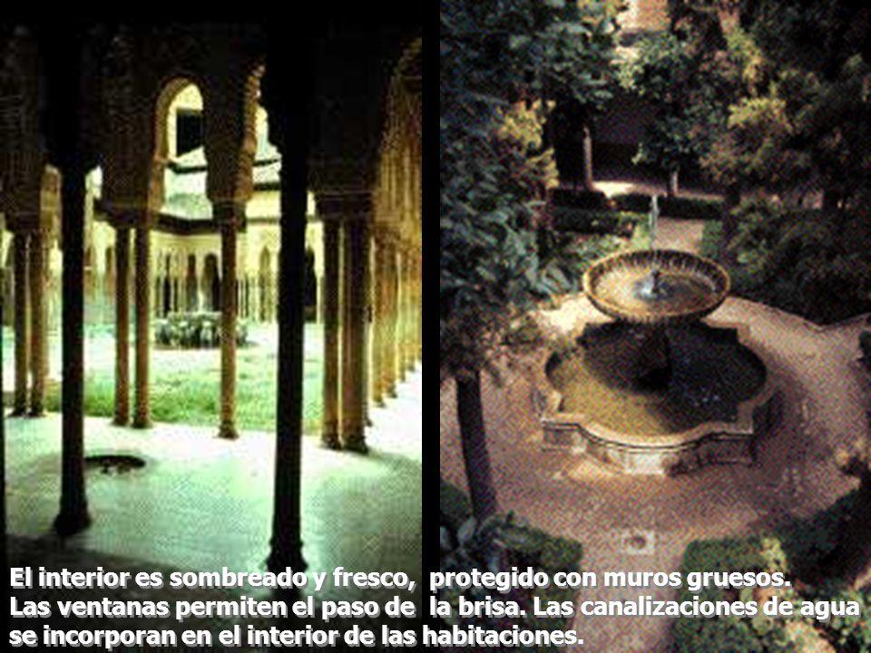 Los espacios como el patio de los arrayanes y de los leones, están matemáticamente proporcionados a escala humana.
