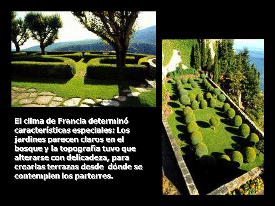 El clima de Francia determinó características especiales: Los jardines parecen claros en el bosque y la topografía tuvo que alterarse con delicadeza,