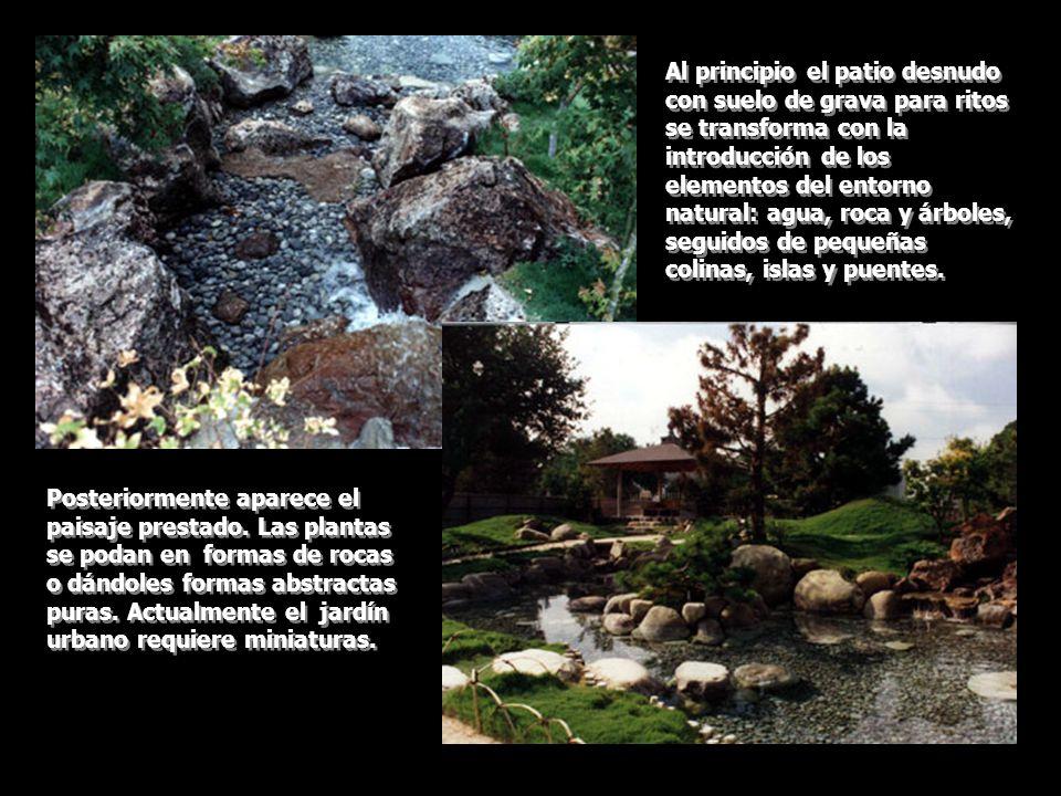 Al principio el patio desnudo con suelo de grava para ritos se transforma con la introducción de los elementos del entorno natural: agua, roca y árbol