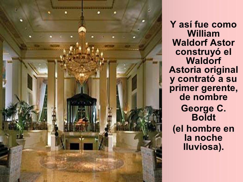 Y así fue como William Waldorf Astor construyó el Waldorf Astoria original y contrató a su primer gerente, de nombre George C. Boldt (el hombre en la