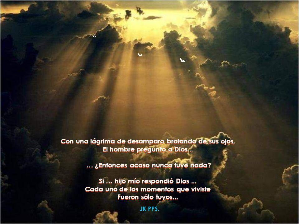 Entonces el hombre lleno de miedo Arrebató a Dios la maleta de sus manos.... y al abrirla … Se dio cuenta Que estaba vacía …