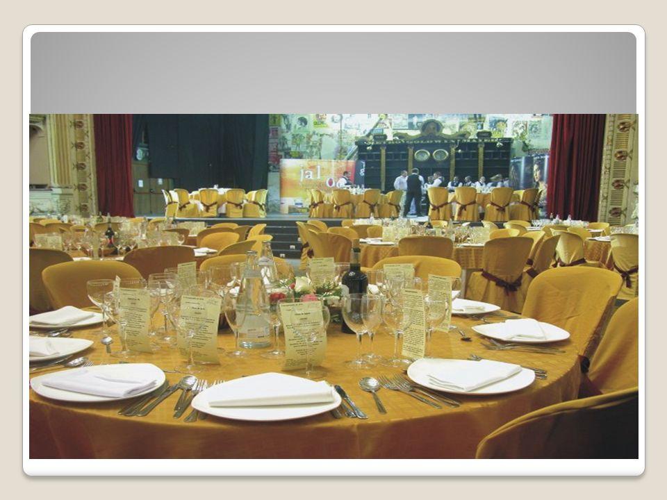 Cenas Familiares A.Servilleta y mantel B. Plato para el platillo fuerte C.