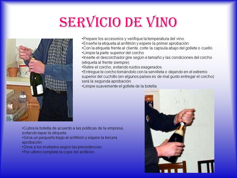 SERVICIO DE VINO Prepare los accesorios y verifique la temperatura del vino. Enseñe la etiqueta al anfitrión y espere la primer aprobación Con la etiq