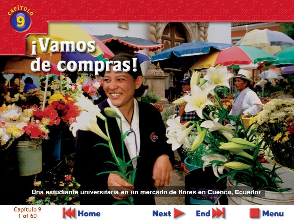 Capítulo 9 1 of 60 Una estudiante universitaria en un mercado de flores en Cuenca, Ecuador